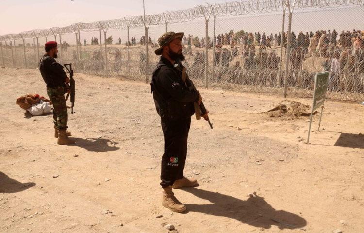 Φύλακες στα σύνορα Πακιστάν-Αφγανιστάν (φωτ.: EPA/ Akhter Gulfam)