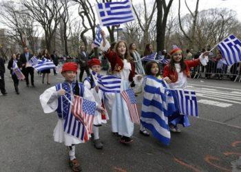 Στιγμιότυπο από παρέλαση για την 25η Μαρτίου 1821, στη Νέα Υόρκη (φωτ.: Ομοσπονδία Ελληνικών Σωματείων Νέας Υόρκης)