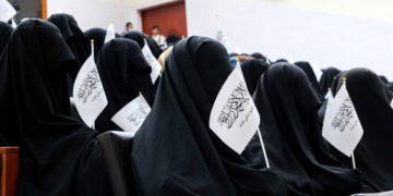 Οι Ταλιμπάν υποστηρίζουν πως θεωρούν ότι όλοι οι πολίτες, άνδρες και γυναίκες, έχουν την ίδια αξία. Η φωτογραφία τούς διαψεύδει φωτ.: EPA/Stringer)