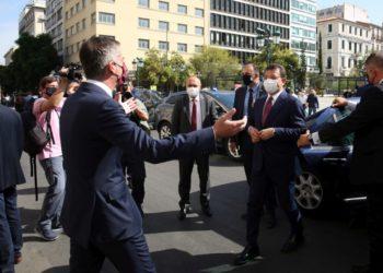 Ο δήμαρχος της Αθήνας Κώστας Μπακογιάννης υποδέχεται τον δήμαρχο της Κωνσταντινούπολης Εκρέμ Ιμάμογλου, στο  δημαρχείο της Αθήνας, (φωτ.: ΑΠΕ-ΜΠΕ/Αλέξανδρος Μπελτές)