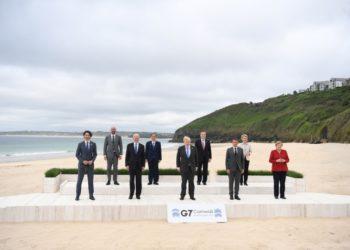 Η αναμνηστική φωτογραφία από τη G7 στην Κορνουάλη της Βρετανίας (φωτ.: EPA/NEIL HALL/INTERNATIONAL POOL)