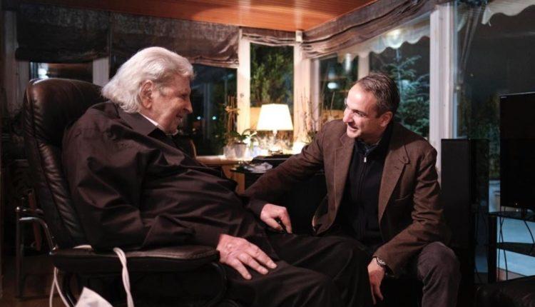 Στιγμιότυπο από παλαιότερη συνάντηση του Κυριάκου Μητσοτάκη με τον Μίκη Θεοδωράκη, στο σπίτι του μουσικοσυνθέτη στην Πλάκα (φωτ.: https://www.facebook.com/kyriakosmitsotakis/)