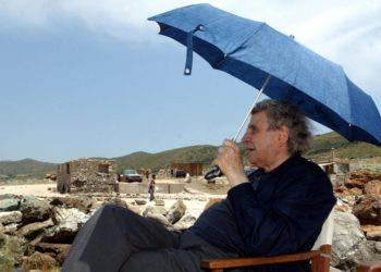 Στη Μακρόνησο, στις 14 Μαΐου του 2003 (φωτ.: ΑΠΕ-ΜΠΕ/ Π. Παπαϊωάννου)