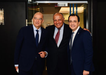 Ο υπουργός Εξωτερικών Νίκος Δένδιας (Α) με τους ομολόγους του, της  Αιγύπτου Σάμεχ Σούκρι (Κ) και της Κύπρου Νίκο Χριστοδουλίδη (Δ) (φωτ.: ΑΠΕ-ΜΠΕ/ Ριο/ Δημήτρης Πανάγος)
