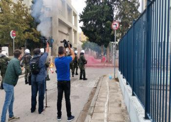 Από τα χθεσινά επεισόδια στο ΕΠΑΛ Σταυρούπολης στη Θεσσαλονίκη, Τετάρτη 29 Σεπτεμβρίου 2021(φωτ.: ΑΠΕ-ΜΠΕ/ STR)