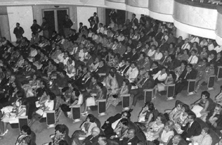 Οι θεατές στο φεστιβάλ του 1966, σε ηρεμία (φωτ.: flix.gr)