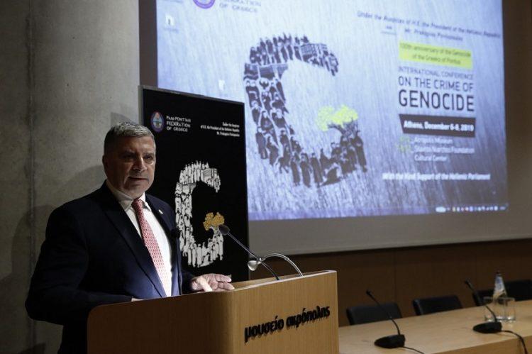 Ο Περιφερειάρχης Αττικής Γιώργος Πατούλης, στην τελετή έναρξης του «Διεθνούς Συνεδρίου για το Έγκλημα της Γενοκτονίας» στο αμφιθέατρο του Μουσείου της Ακρόπολης (φωτ. αρχείου: ΑΠΕ-ΜΠΕ/Αλέξανδρος Βλάχος)