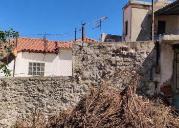 Το σπίτι που βρέθηκε η σωρός (φωτ.: YouTube/ Gargalianoionline)