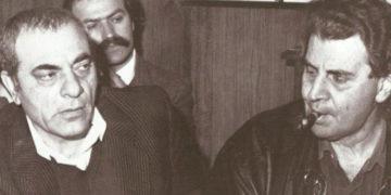 Ο Στέλιος Καζαντζίδης με τον Μίκη Θεοδωράκη το 1982, σε δικαστική αίθουσα για τη διαμάχη μεταξύ της Ένωσης Δημιουργών Ελληνικού Τραγουδιού και της Ένωσης Μουσικών Συνθετών Ελλάδας (πηγή: αρχείο Πάνου Γεραμάνη)