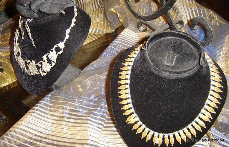 Χρυσά περιδέραια εμπνευσμένα από τη Βυζαντινή και την Οθωμανική περίοδο (φωτ.: Θωμαΐς Κιζιρίδου)