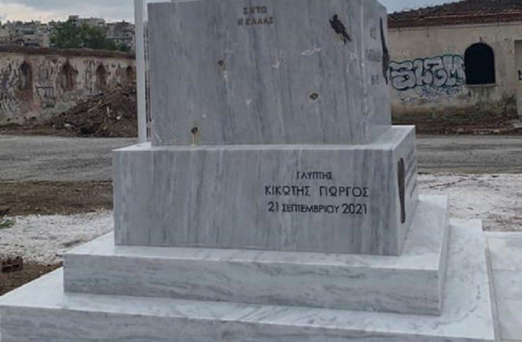 Απόσπασμα εικόνας από το βανδαλισμένο άγαλμα του Πόντιου δημοσιογράφου Νίκου Καπετανίδη (φωτ.: facebook.com/vataniotis)
