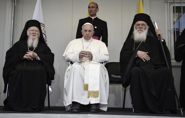 Από την επίσκεψη του Πάπα Φραγκίσκου στη Λέσβο, το 2016 (φωτ.: αρχείο ΑΠΕ-ΜΠΕ / Andrea Bonetti)