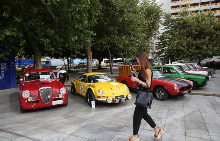 Αυτοκίνητα που έχουν συμμετάσχει σε παλαιότερα Ράλι Ακρόπολις εκτίθενται στην πλατεία Συντάγματος (φωτ.: ΑΠΕ-ΜΠΕ / Ορέστης Παναγιώτου)