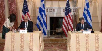Νίκος Δένδιας και Άντονι Μπλίνκεν υπογράφουν τη Συμφωνία Αμοιβαίας Αμυντικής Συνεργασίας (MDCA) (φωτ.: twitter.com/NikosDendias)