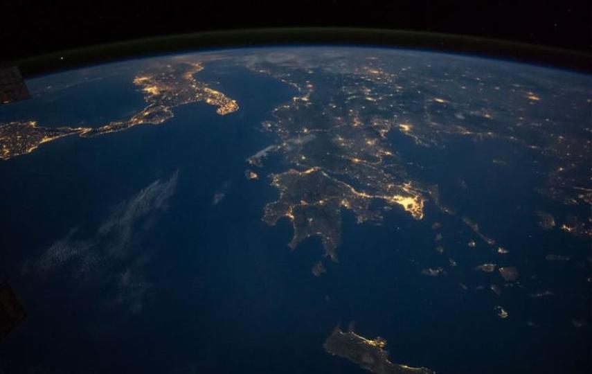 Η Ελλάδα φωτογραφημένη βράδυ από τον ISS