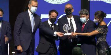 Η στιγμή της απονομής του κορυφαίου βραβείου ισπανικής λογοτεχνίας (πηγή: YouTube)