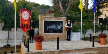 Εικόνα από τα αποκαλυπτήρια του μνημείου για τους εκτελεσθέντες από τους ναζί στο Μεσόβουνο (φωτ.: xronos-kozanis.gr)
