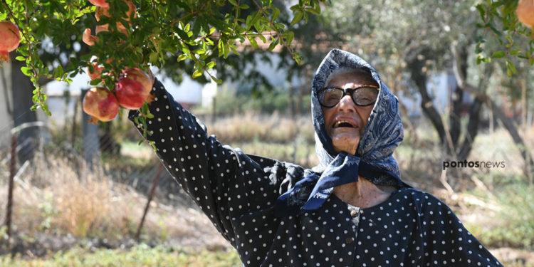 Ένα κορίτσι γεμάτο ζωή! Αυτή είναι η 106χρονη Παρέσσα Ορφανίδου από το Μετέμ της Τραπεζούντας (φωτ.: Φίλιππος Φασούλας)
