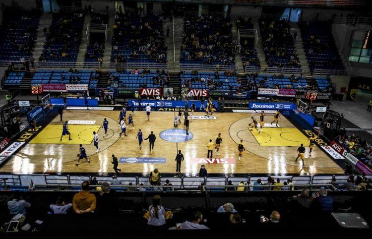 Πανοραμική όψη του Ολυμπιακού Κέντρου Άνω Λιοσίων που στεγάζει πλέον την ομάδα της ΑΕΚ,  κατά τη διάρκεια του αγώνα ΑΕΚ - ΛΑΡΙΣΑ,  για την 2η αγωνιστική του πρωταθλήματος της Basket League, στο Ολυμπιακό Κέντρο Άνω Λιοσίων(Φωτ.: EPA / Παναγιώτης Μοσχανδρέου)