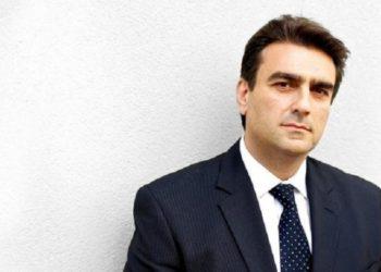 Ανδρέας Άκαρας, ο ομογενής δικηγόρος των Κούρδων διαδηλωτών οι οποίοι το 2017 είχαν δεχθεί επίθεση από τους σωματοφύλακες του Ερντογάν, στην Ουάσινγκτον (φωτ.: rt.com)