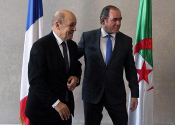Οι υπουργοί Εξωτερικών της Γαλλίας και της Αλγερίας (φωτ.: EPA/STR)