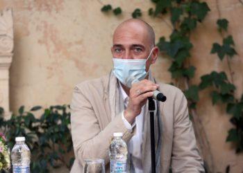 Ο Γιάννης Μόσχος στην παρουσίαση του προγράμματος του Εθνικού Θεάτρου για τη θερινή και τη χειμερινή σεζόν, τον περασμένο Ιούνιο (φωτ.: ΑΠΕ-ΜΠΕ/Αλέξανδρος Μπελτές)