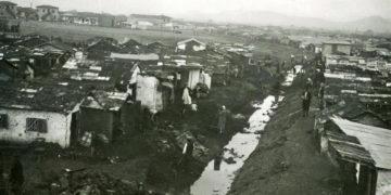 Προσφυγικά σπίτια στην Κοκκινιά που αργότερα μετονομάστηκε σε Νίκαια (φωτ.: αρχείο οικογένειας Διλδιλιάν)