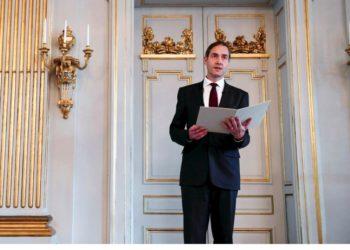 Η ανακοίνωση του Νόμπελ Λογοτεχνίας από το γραμματέα της Σουηδικής Ακαδημίας (φωτ.: EPA/ Fredrik Sandberg)