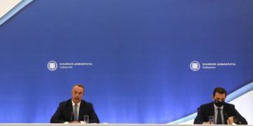 Ο υπουργός Οικονομικών Χρήστος Σταϊκούρας και ο υπουργός Περιβάλλοντος και Ενέργειας Κώστας Σκρέκας (φωτ.: ΑΠΕ-ΜΠΕ / Αλέξανδρος Μπελτές)